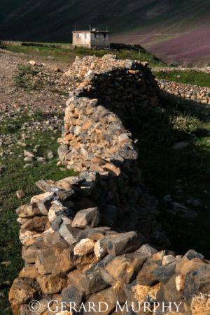 Stone Wall, Mudh